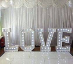 hire-led-love-heart-light-arch/
